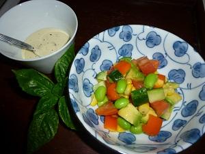 スプーンで食べるチョップドサラダ♪